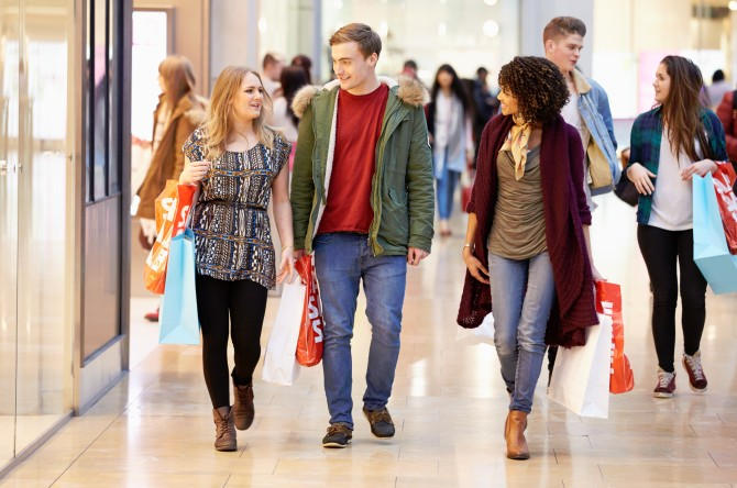 girls and boys-in-the-mall